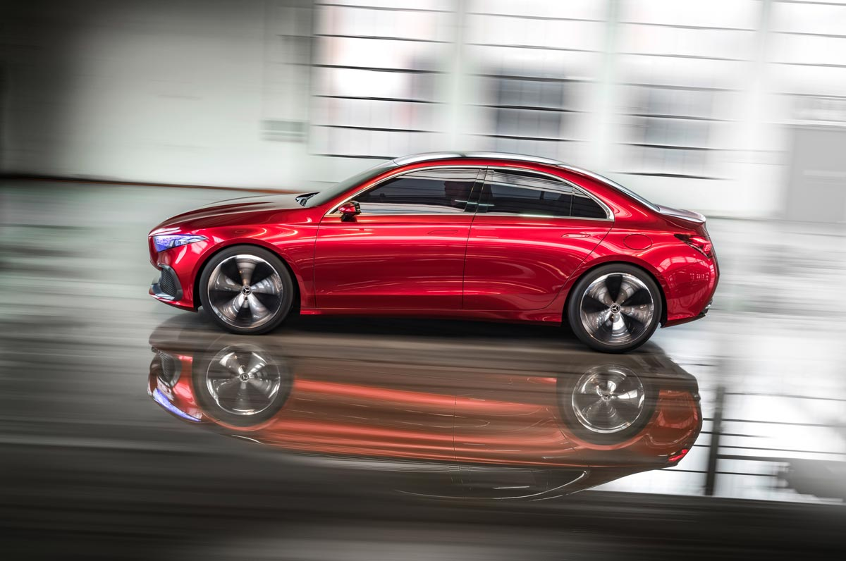 Mercedes mostra Classe A sedã em Xangai