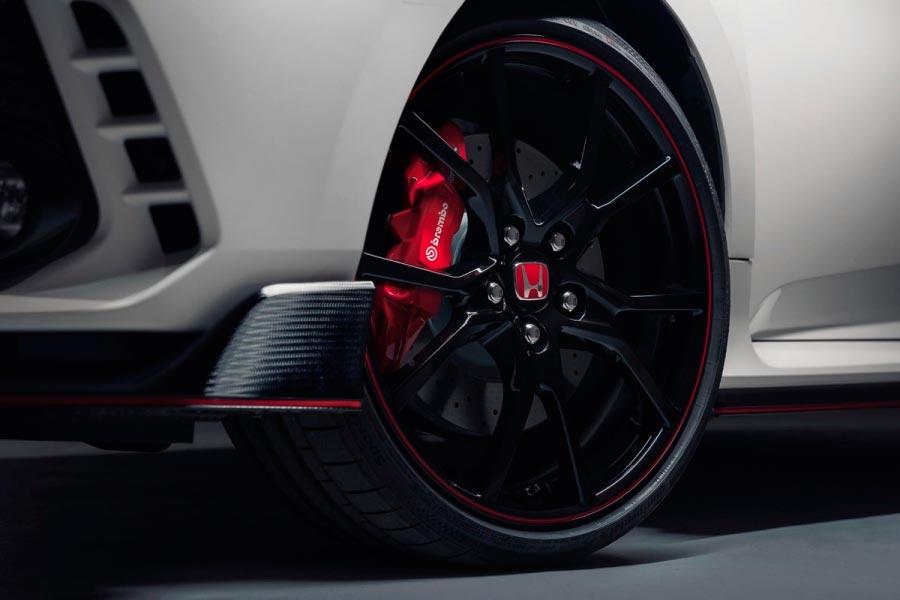 Honda Civic Type R (wheels and brakes)
