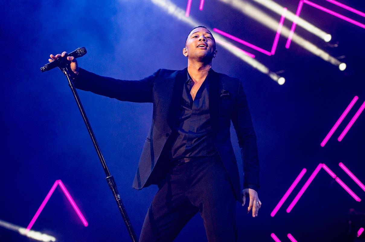 Colaboração a caminho — John Legend & Netflix
