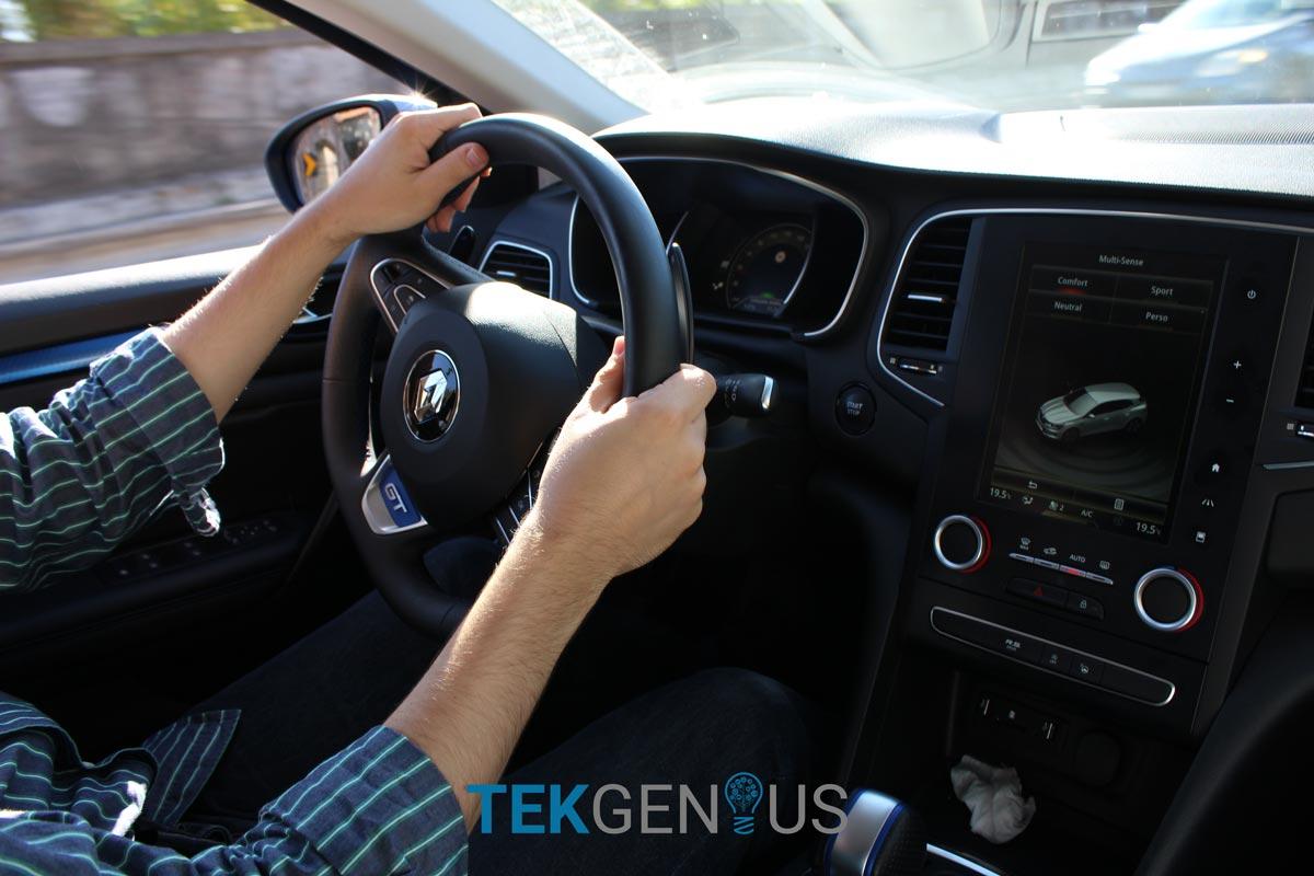 Renault-Megane-GT-30